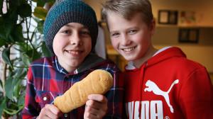 Konrad Boberg och Henning Engström från Guteskolans klass 6 har valt hemkunskap på elevens val. Foto: Peder Broberg/Guteskolan.