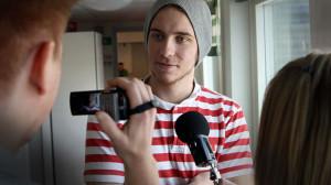 Alex Ekengren blir intervjuad. Foto: Peder Broberg/Guteskolan.